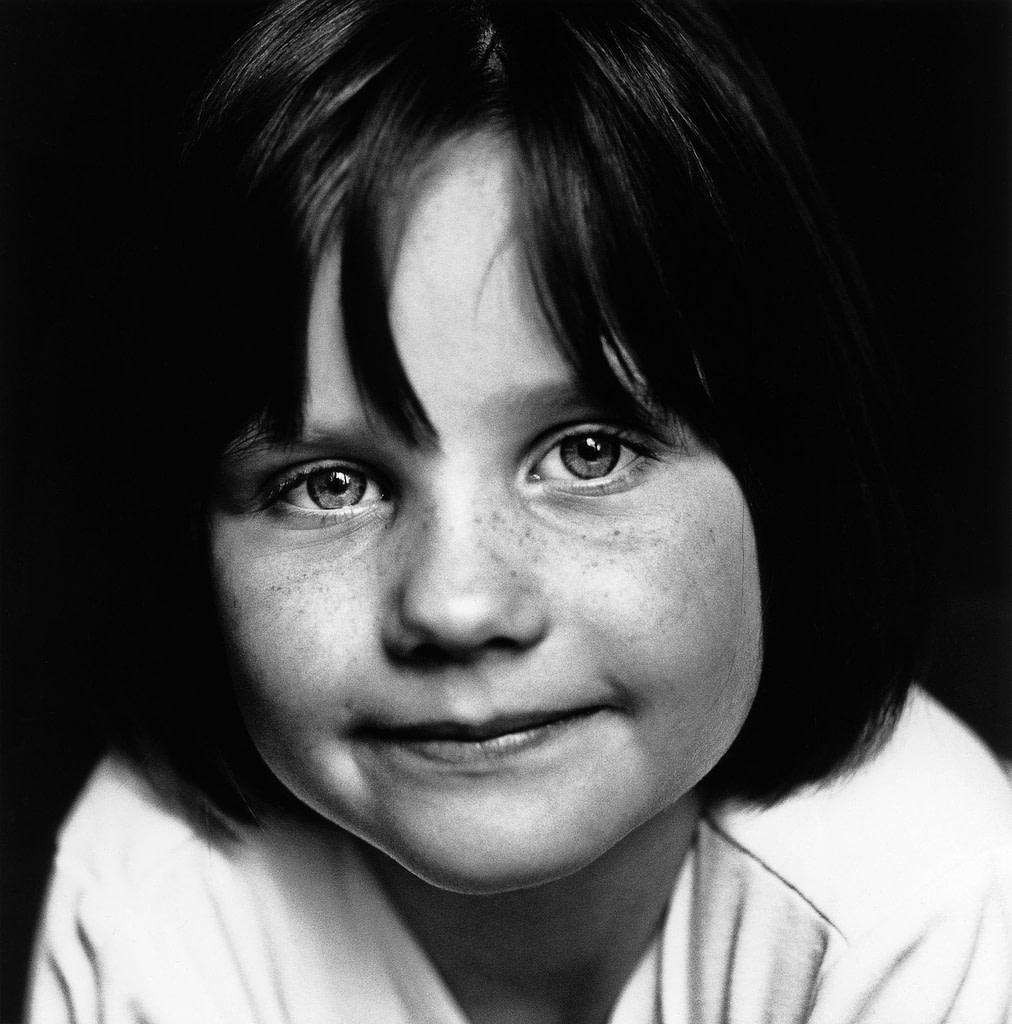 Close-up vom Kindergesicht bei der Familienfotografie und Kinderfotografie mit Tageslicht in Hamburg