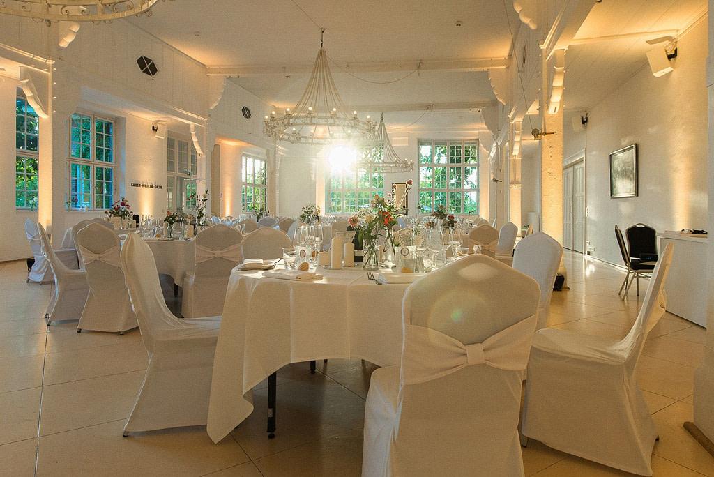 Das Bankett von Gerresheim serviert in der Villa am Jachthafen bei Hochzeitsfotografie Hamburg