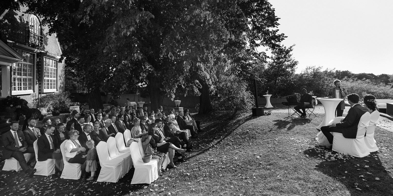 Die Trauzeremonie an der Villa im Jachthafen bei Hochzeitsfotografie Hamburg
