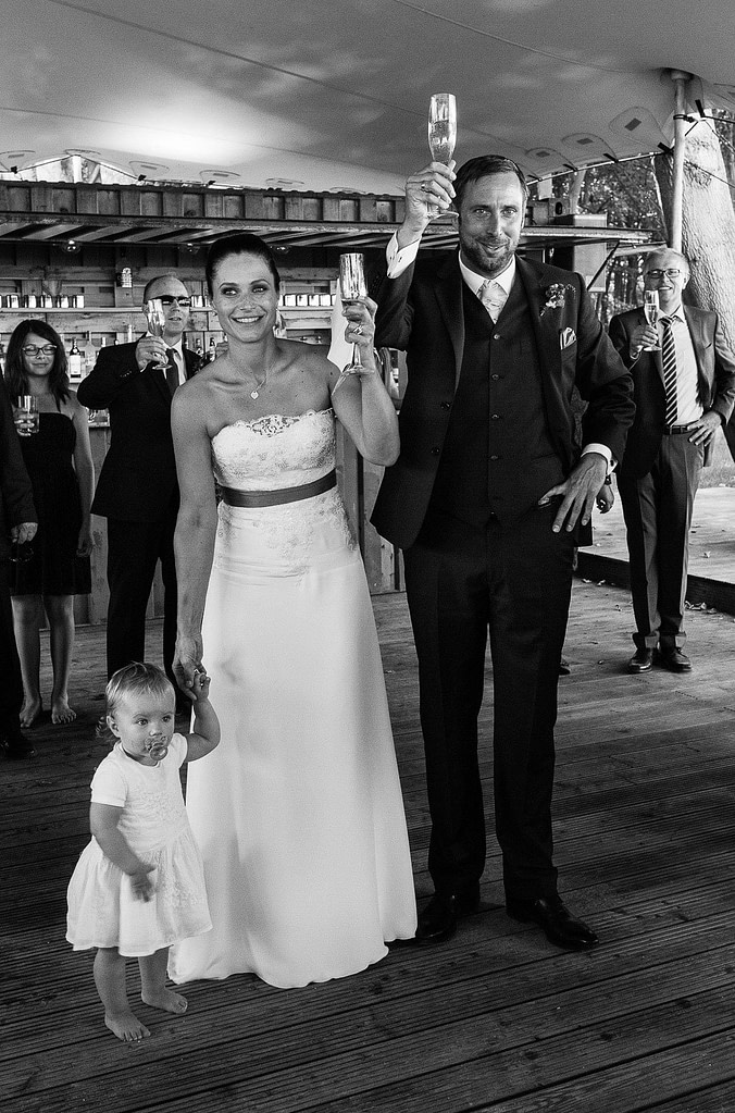 Sektempfang am Bootshaus Weissenhaus vom Schloß Grand Village Resort am Weissenhäuser Strand an der Ostsee beim Hochzeitsfotograf Hamburg