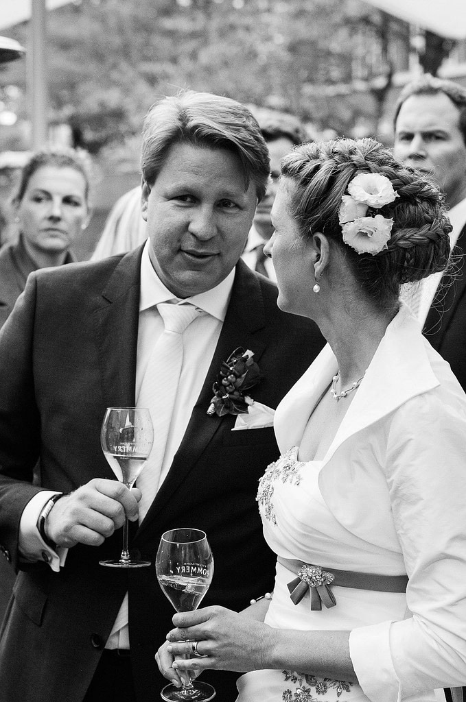 Sektempfang am Restaurant Kai 10 am Mittelkanal in Hammerbrook. Die Hochzeitsbilder vom Hochzeitsfotograf Hamburg