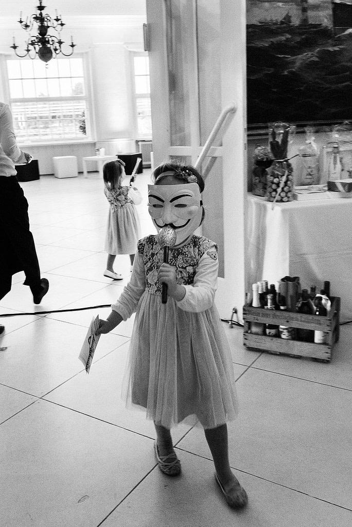 Kinder spielen in der Villa am Jachthafen bei Hochzeitsfotografie Hamburg