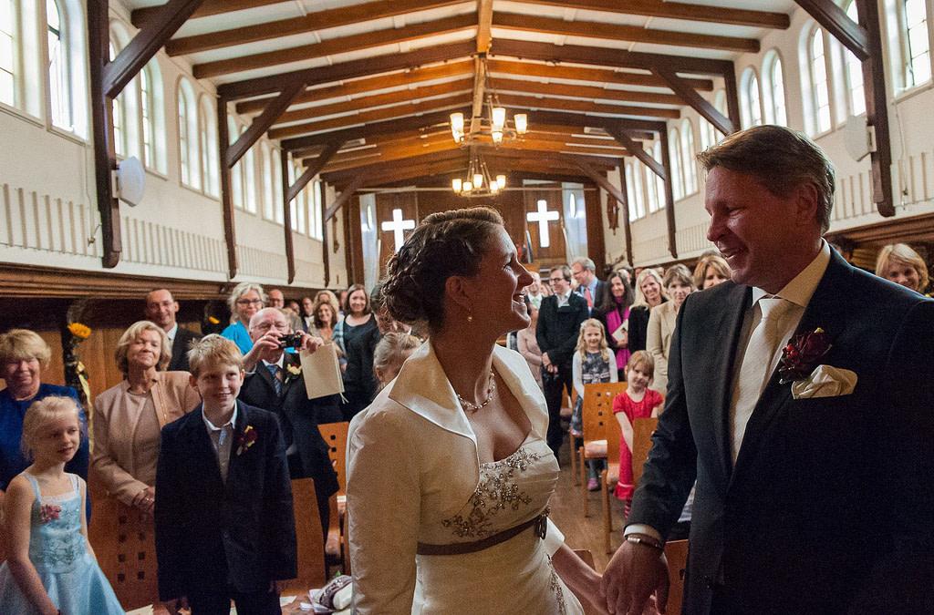 Trauung in der Flußschifferkirche. Die Hochzeitsbilder vom Hochzeitsfotograf Hamburg