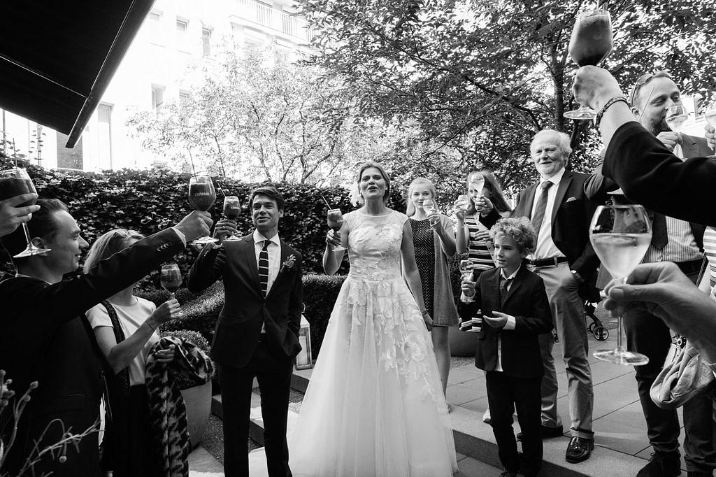 Beim Sektempfang im Hotel The George in Sankt Georg beim Hochzeitsfotograf Hamburg