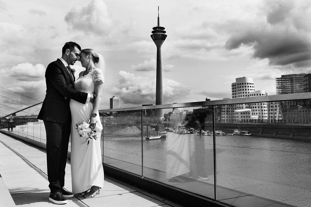 Hochzeitsportraits in Düsseldorf am Rhein