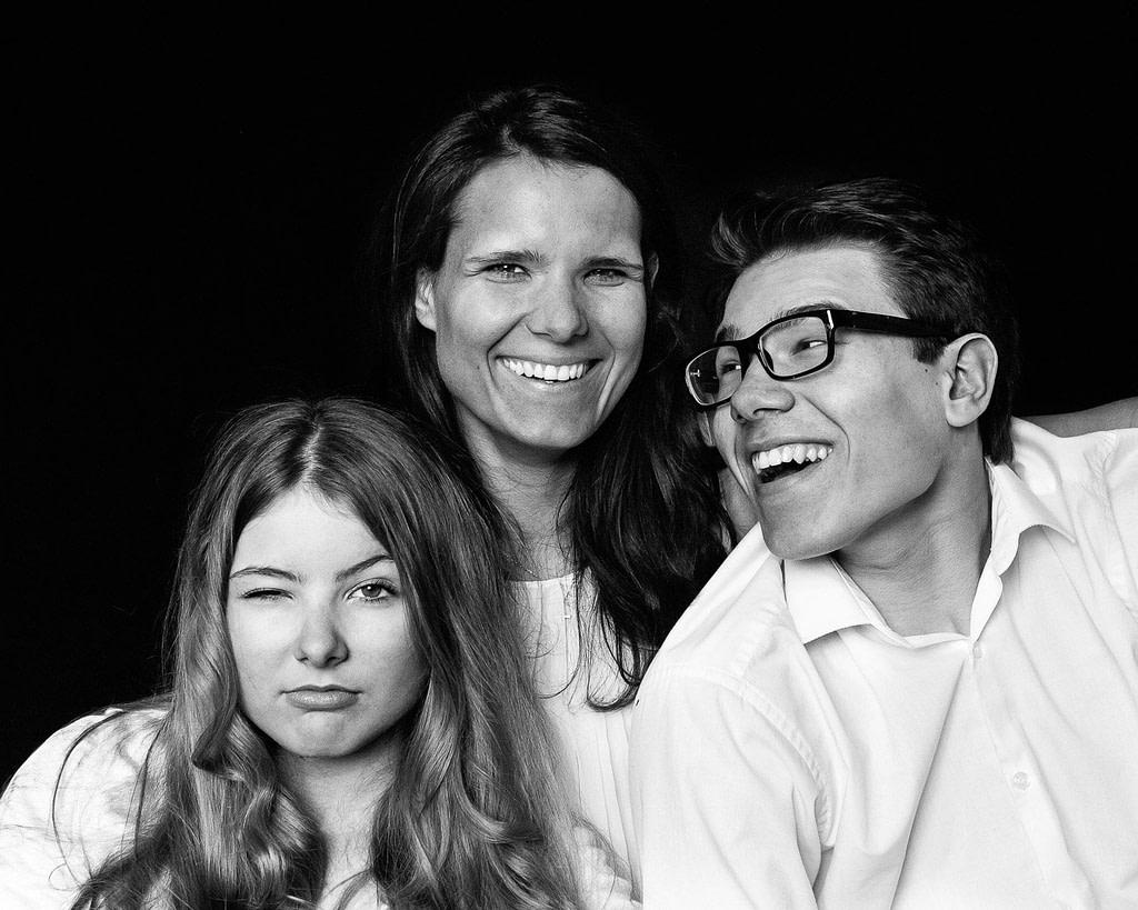 Mutter mit Tochter und Sohn bei der Kinderfotografie in Hamburg Winterhude