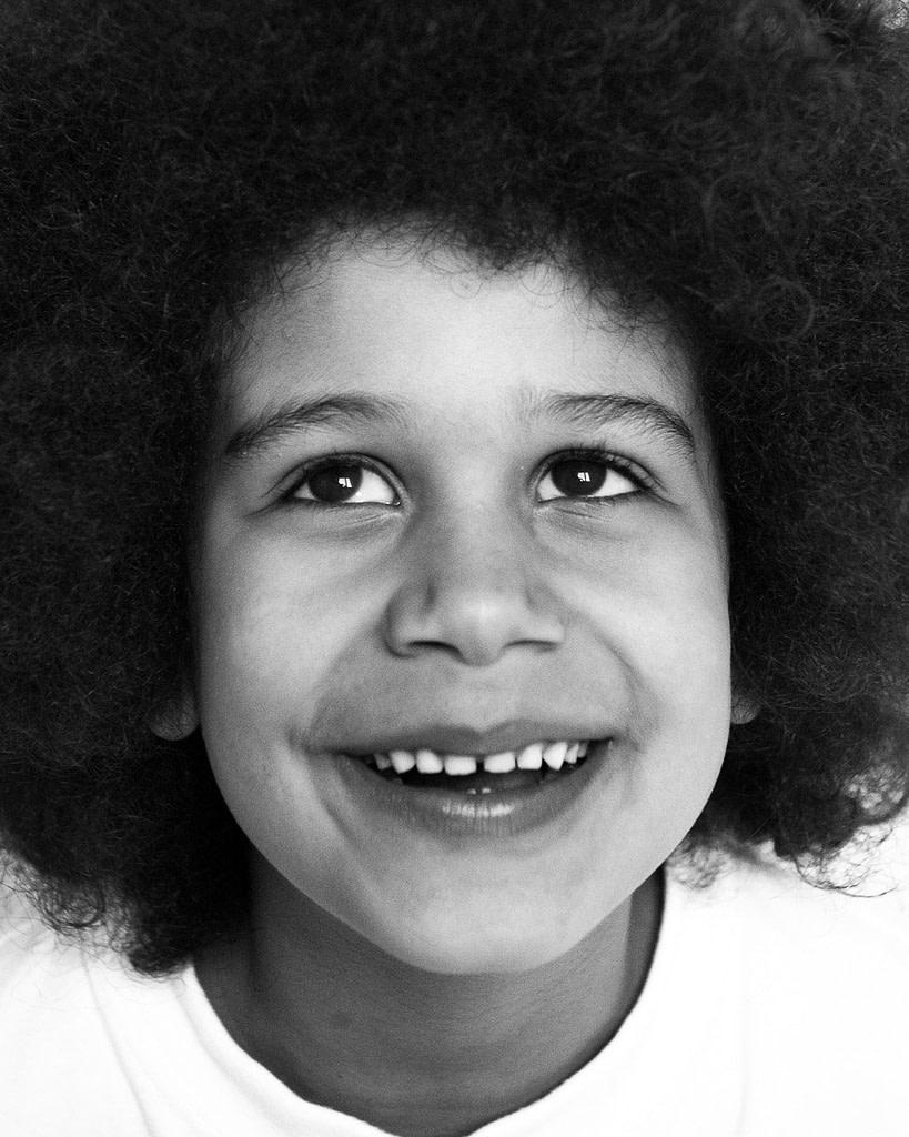 Nahaufnahme vom Kindergesicht bei der Familienfotografie und Kinderfotografie mit Tageslicht in Hamburg Winterhude
